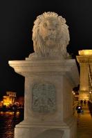 Löwe auf der Kettenbrücke