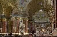 Hauptschiff der St. Stephan Basilika